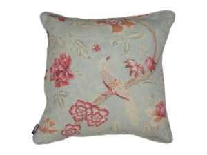 Kussenhoes met ronde piping en rits gemaakt van celadon 100% linnen met groen/roze/oranje bladeren/bloemen print 45x45cm.