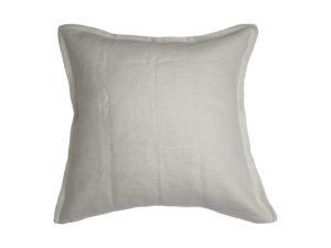 Kussenhoes met platte piping en rits gemaakt van off white 100% linnen stof, 45/45cm.