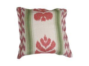 Kussenhoes met platte piping en rits gemaakt van groen/rood/roze 100% stevig linnen stof met ikat motief 50x50cm.