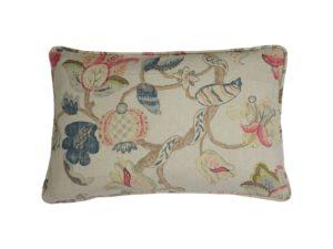 Kussenhoes met ronde piping en rits, gemaakt van wit/blauw/roodroze/groen 100% linnen stof met bladeren/bloemen patroon, 40x60cm.