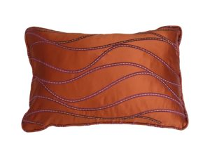 Kussenhoes met ronde piping en rits, gemaakt van geborduurde oranje stof, 40x60cm.