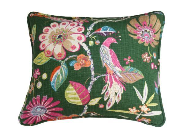 Kussenhoes met ronde piping en rits, gemaakt van groene stof met oranje/roze/groen bloem/bladeren patroon, 50x60cm.