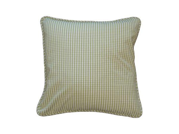 Kussenhoes met ronde piping en rits gemaakt van groen/wit geruite 100% katoen stof 50x50cm.