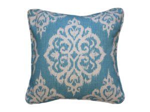 Kussenhoes met ronde piping en rits, gemaakt van blauw turquoise stof met ikat patroon, 55/55cm.
