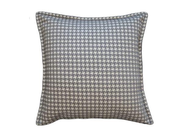 Kussenhoes met platte piping en rits, gemaakt van wit/grijs geweven stof met pied de poule patroon, 55/55cm.