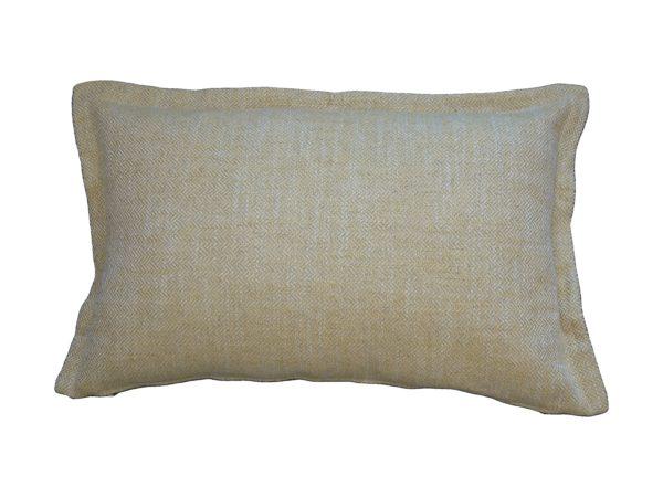 Kussenhoes met platte piping en rits, gemaakt van geel/wit geweven stof met visgraat motief, 40x60cm.
