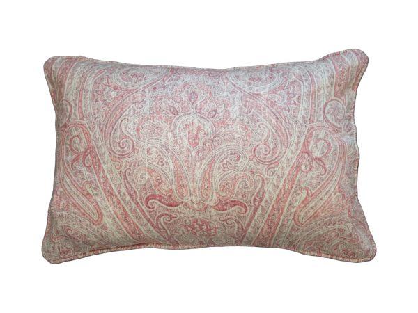 Kussenhoes met ronde piping en rits, gemaakt van 100% roze/off white stof met paisley motief, 40x60cm.